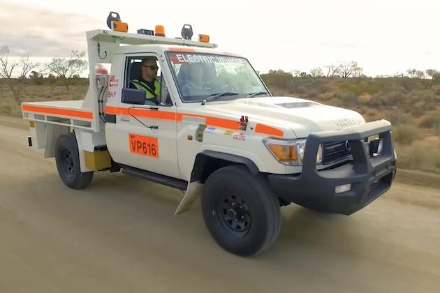 【ビデオ】採掘現場のトンネル内でも安心! トヨタの70系「ランドクルーザー」を電気自動車に改造