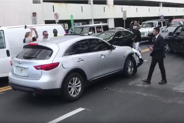 Good Samaritans Block Driver From Leaving Scene Of Crash Aol