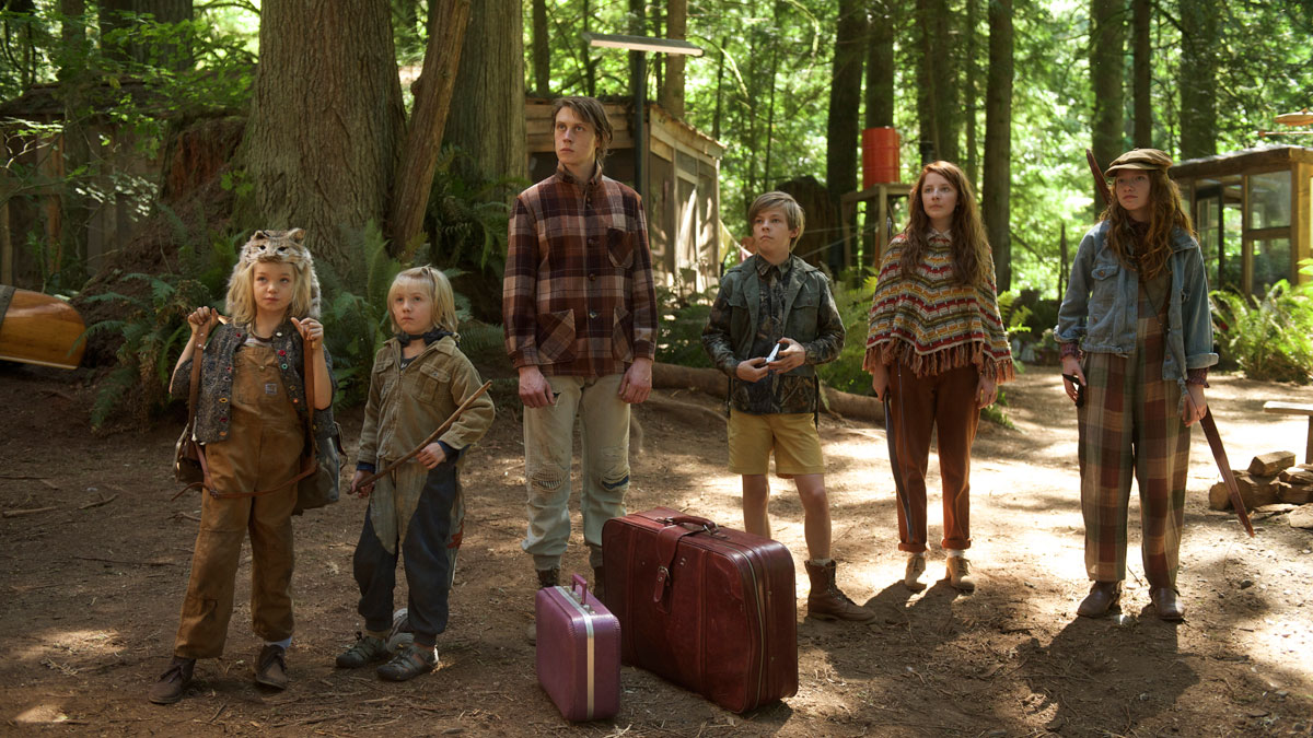 The six Cash kids. Aussie actor (Nicholas Hamilton, third from right) apparently found Ross's contract...