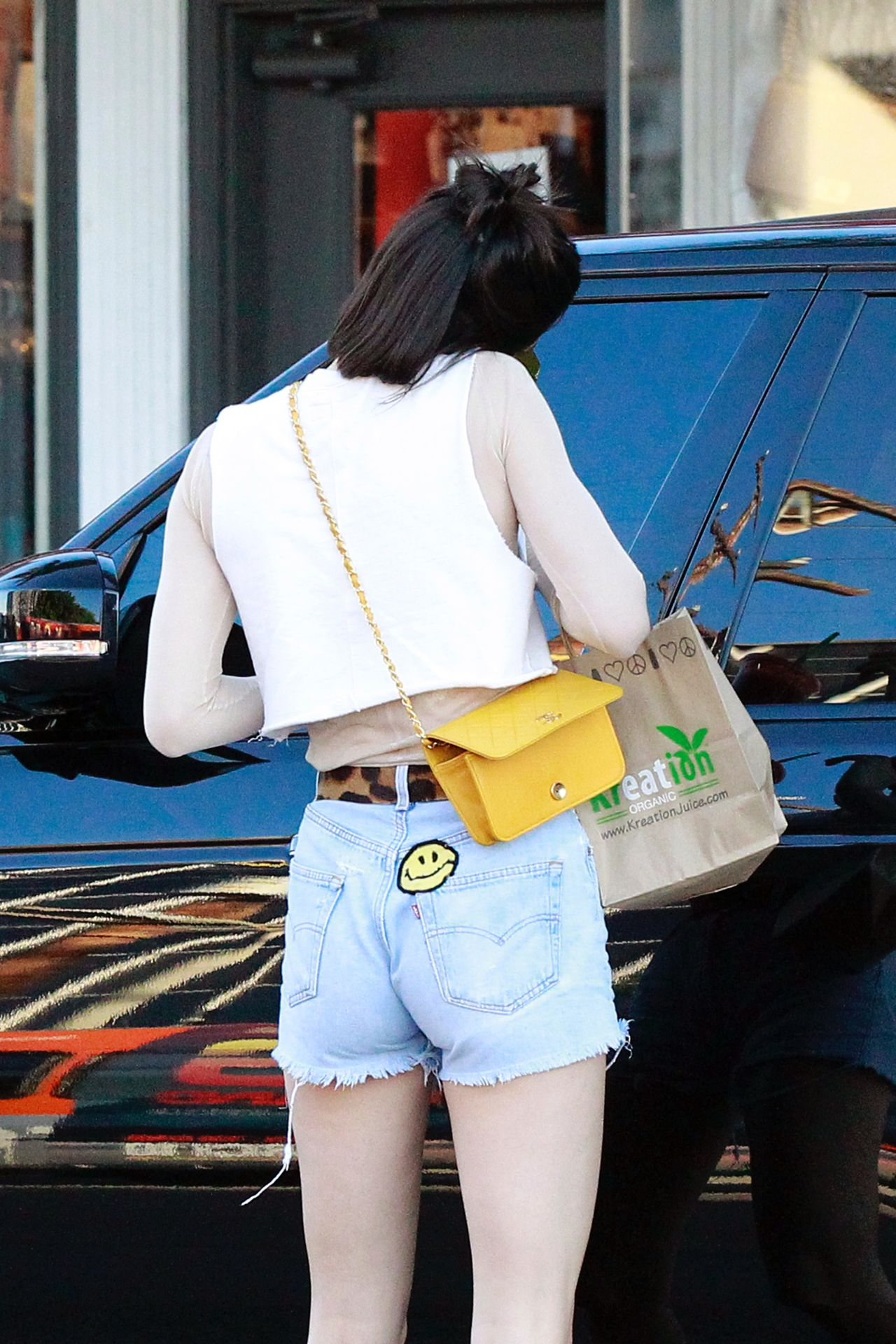 EXCLUSIVE: Kendall Jenner was spotted grabbing a juice at Kreation Organic Kafe & Juicery in Los Angeles, California. 09 Mar 2017 Pictured: Kendall Jenner. Photo credit: MEGA TheMegaAgency.com +1 888 505 6342 (Mega Agency TagID: MEGA23283_018.jpg) [Photo via Mega Agency]