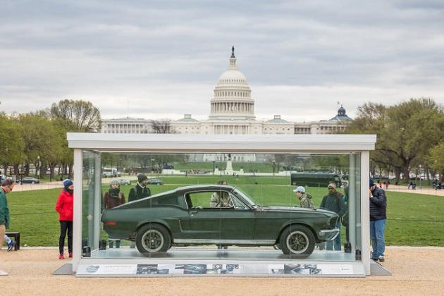 名作映画『ブリット』に登場するマスタングが、首都ワシントンDCのナショナル・モールに展示