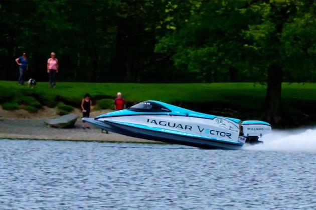 ジャガーとウィリアムズが開発した電動パワーボート、最高速度記録を更新。フォーミュラEの技術を活用