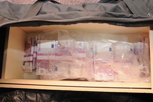 International jewellery heist thwarted after hotel raid