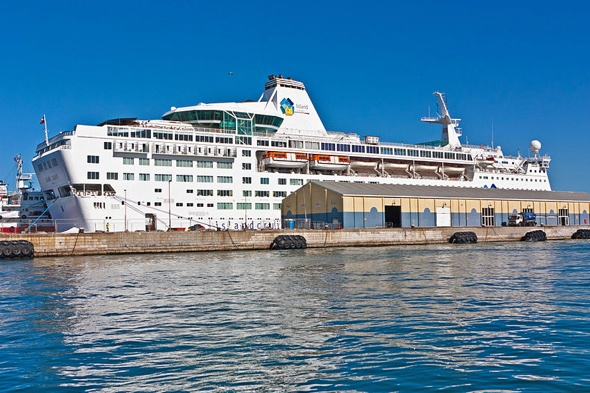 british-couple-locked-in-cabin-48-hours-cruise-from-hell