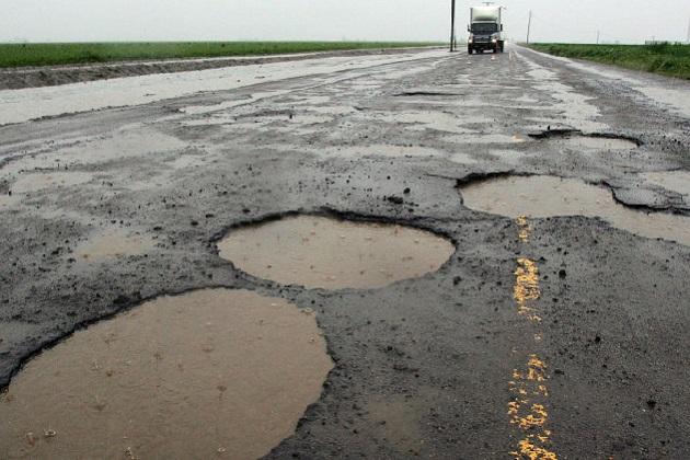 Google、道路の穴を報告してデータベース化するシステムの特許を取得