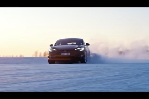【ビデオ】テスラが開発中の「モデルY」と新型「ロードスター」のコックピットをプロモーション映像でチラ見せ!