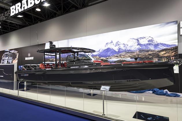 まさに海のチューンド・セダン! ブラバス、豪華で高性能な新型ボート「Shadow 800」を発表