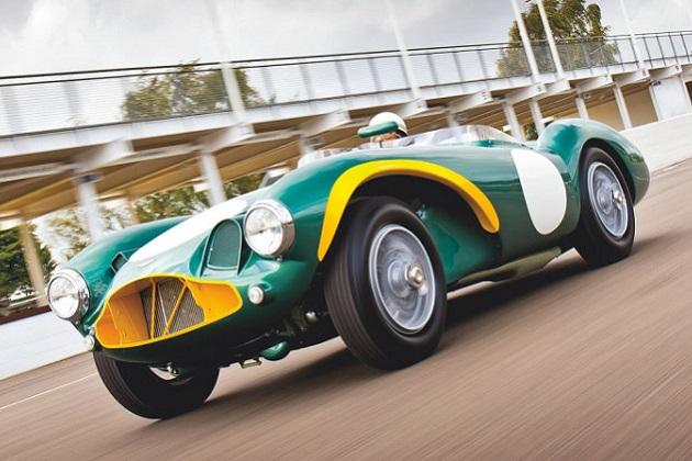 落札予想価格は約10億円! 元ワークス・レースカーの1954年製アストンマーティン「DB3S」がオークションに登場