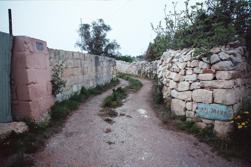 マルタのタル・ファルハ・エステートの名前の残る石垣