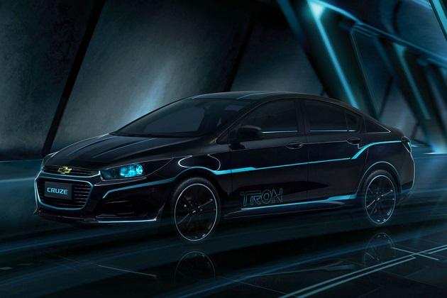 シボレー、映画『トロン:レガシー』をテーマにした「クルーズ」のカスタムカーを北京モーターショーで披露