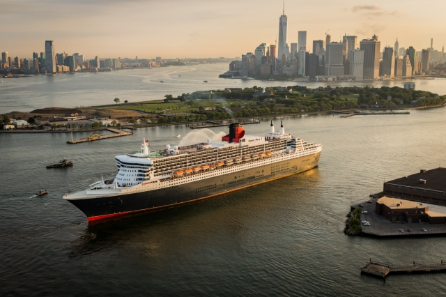 Cunard QM2 cruise ship in New York