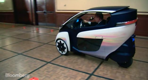 【ビデオ】かなり好評! 米の国会議員たちがトヨタの超小型3輪EVを体験