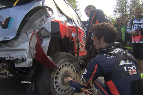 Thierry Neuville Hyundai crash