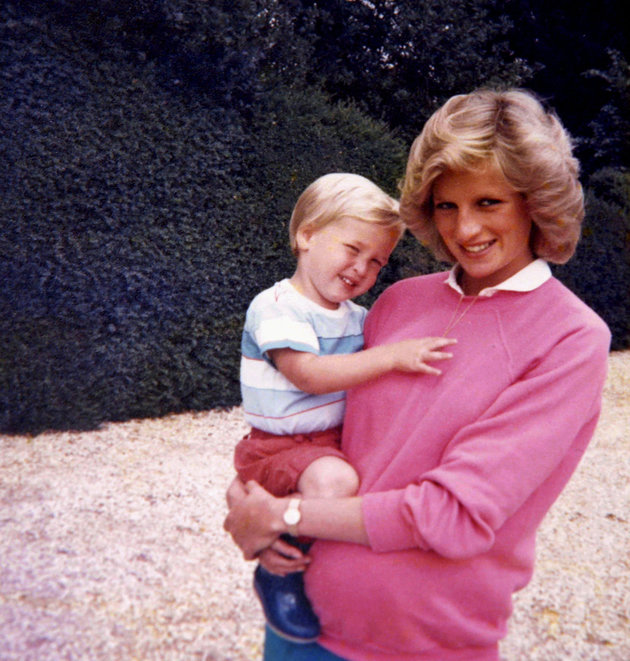 William et Harry dévoilent des photos uniques et jamais publiées de la princesse