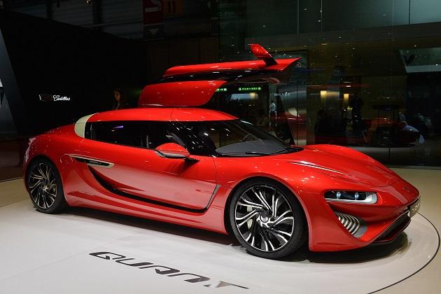 ナノフローセル社、自社の「バッテリー補給」技術は、充電式電気自動車よりも優れていると発言