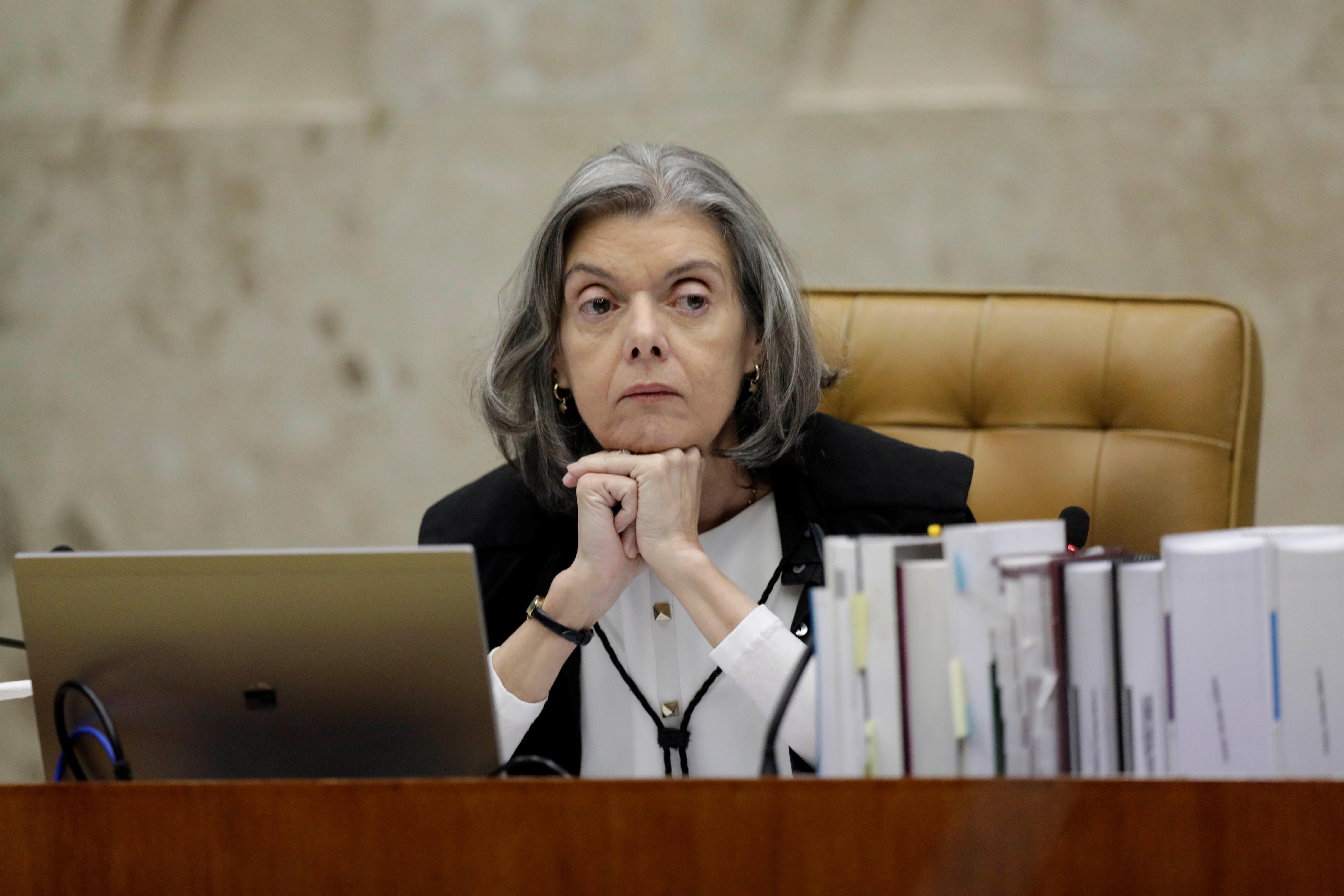 Divergência entre ministros isola a ministra Cármen Lúcia, presidente do STF