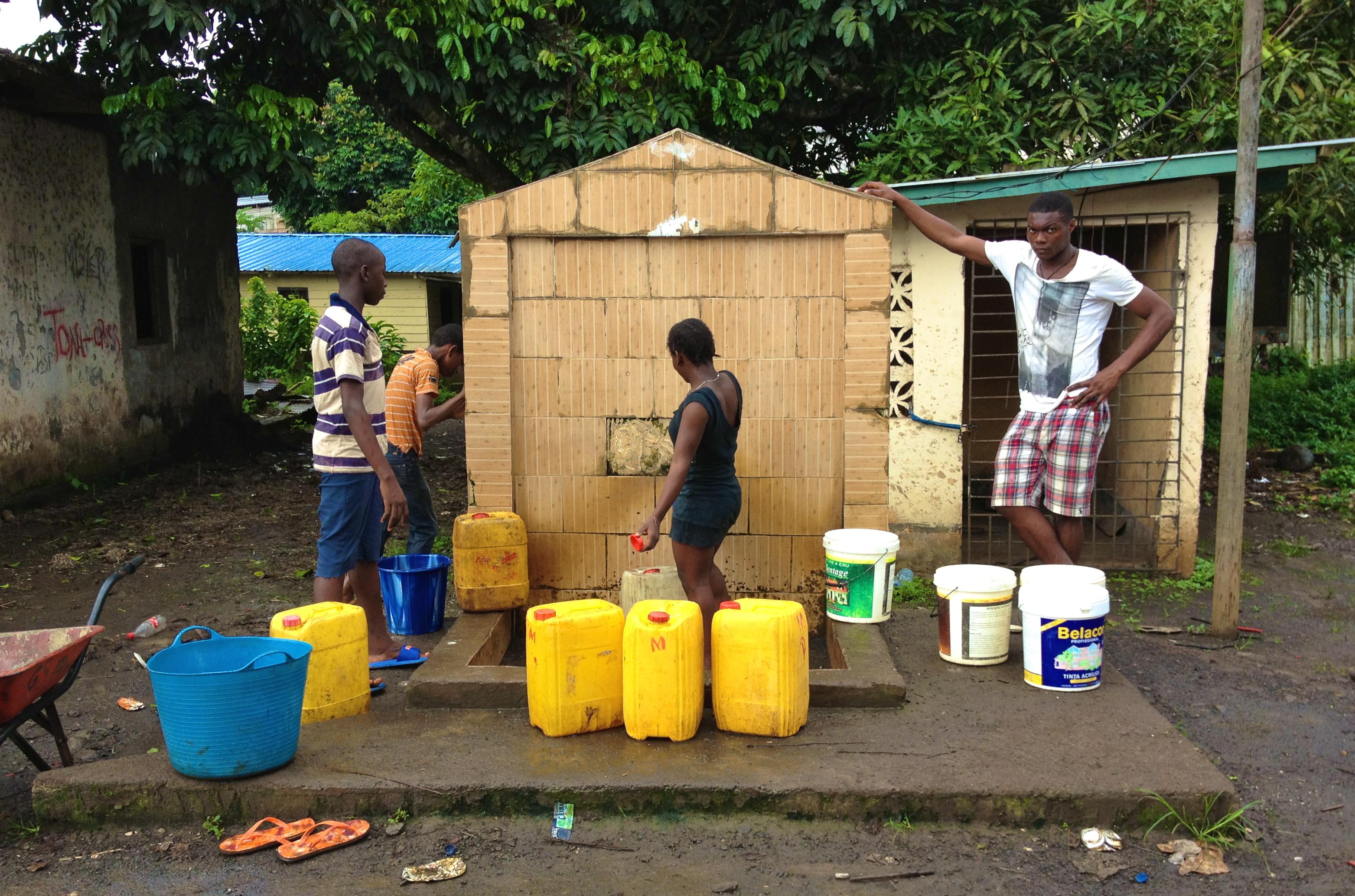 Pozo de agua en Basupu, en la isla septentrional de Bioko (Guinea