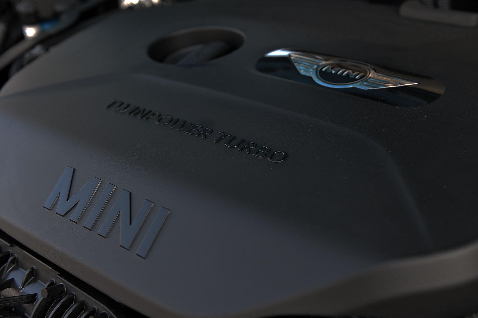 THE MINI cooperS/MINI cooper SD crossover