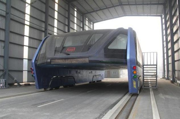 【ビデオ】中国の「近未来的な巨大バス」、お蔵入りの可能性も