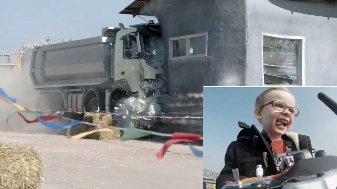 Volvo 找来四岁女孩来遥控疯狂驾驶一辆大货车!