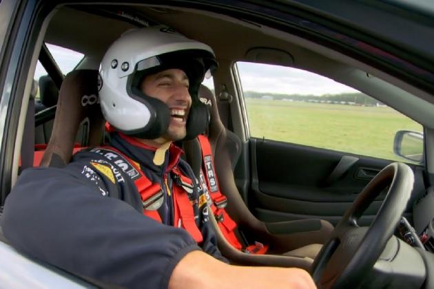 【ビデオ】BBC『トップギア』の有名人レースで、ダニエル・リカルドがF1ドライバーの新記録!