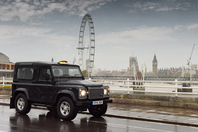 【ビデオ】頑丈なランドローバー「ディフェンダー」がロンドン・タクシーに変身!
