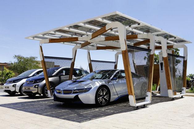 デザイン性の高さも魅力! BMW iシリーズ用のソーラーカーポート