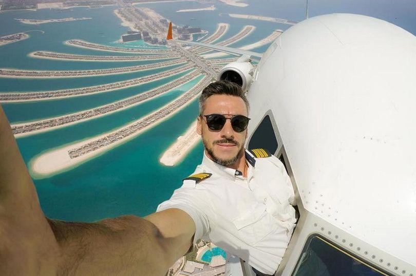Is this dangerous cockpit selfie real?