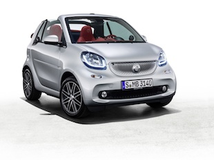 Auf 100 Exemplare begrenzt, setzt das smart fortwo cabrio BRABUS edition #2 die Reihe der limitierten BRABUS Kleinserien fort.  ;Kraftstoffverbrauch kombiniert: 4,2 l/100 km. CO2-Emissionen kombiniert: 97 g/kmTo be produced in a run of 100 vehicles, the smart fortwo cabrio BRABUS edition #2 is the latest in the limited BRABUS series.; Fuel consumption, combined: 4.2 l/100 km. CO2 emissions, combined: 97 g/km