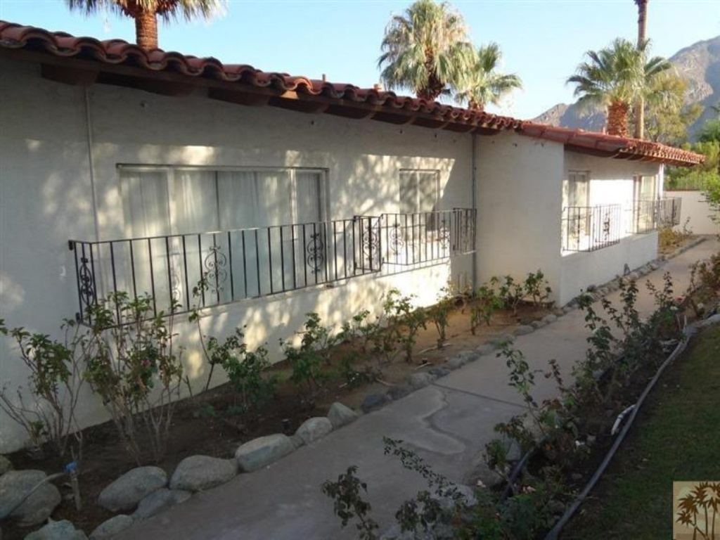 elvis presley palm springs home