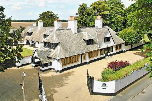 White Horse Stables, Frankie Dettori's home