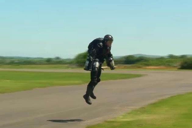 【ビデオ】英国の「アイアンマン」が「空飛ぶスーツ」を開発!