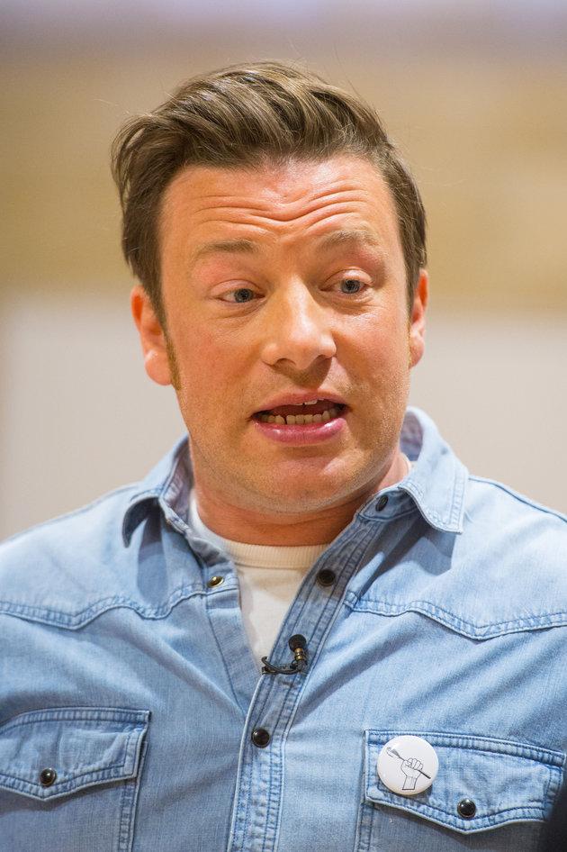 Jamie Oliver critique les parents qui permettent à leurs adolescents de publier des égoportraits sur...