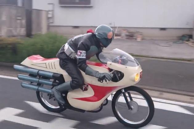 【ビデオ】北九州市の街中に、サイクロン号に乗った仮面ライダーが現る!