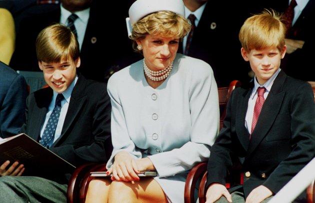 La princesse Diana et ses fils les princes William et Harry assistent en mai