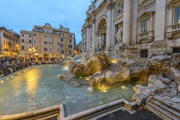 Tourists call police after being charged £33 for ice cream at Trevi Fountain cafe in Rome
