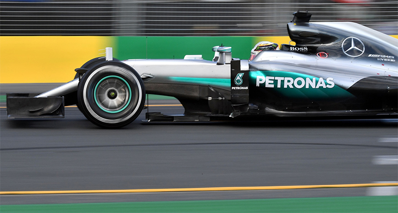 Nico Rosberg races during the 2016 Australian F1 Grand Prix.