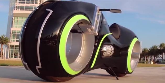 【ビデオ】映画『トロン』から発想を得た電動バイク「ニュートロン」 1週間で製作可能、価格は約600万円から!