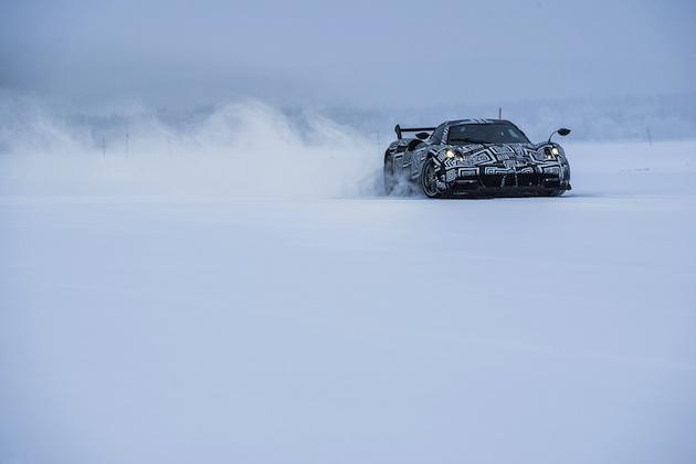 【ビデオ】これは超クール! パガーニ「ウアイラBC」が雪道を駆け抜ける