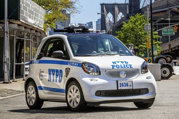 ニューヨーク市警のスマート「フォーツー」が街をパトロール!