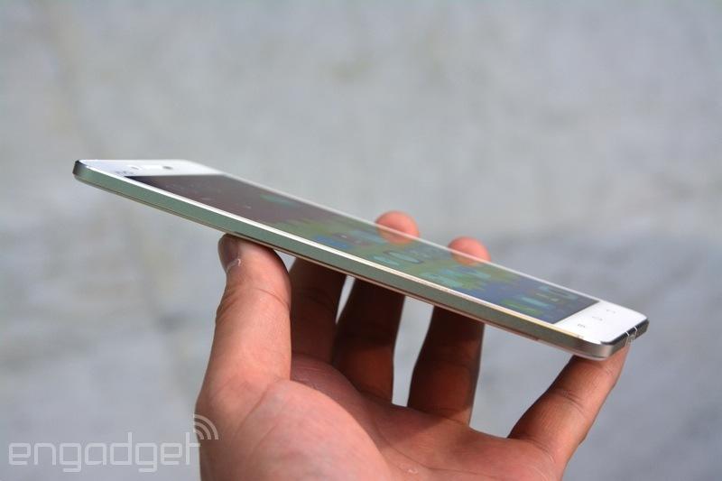 世界最薄スマートフォンまた更新...