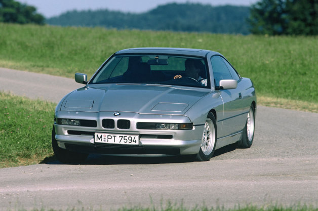 【ビデオ】BMW「8シリーズ」の25周年を祝うパレード