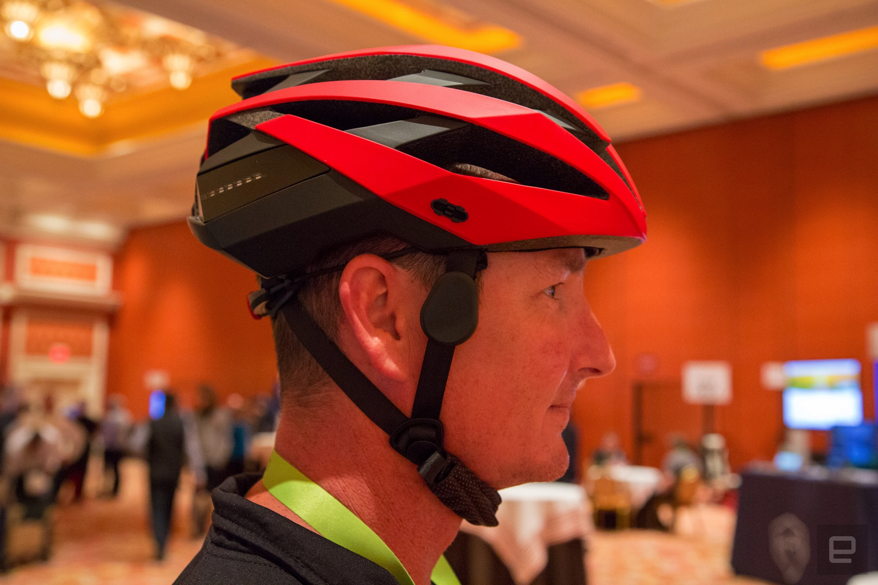 Helmet rear view camera