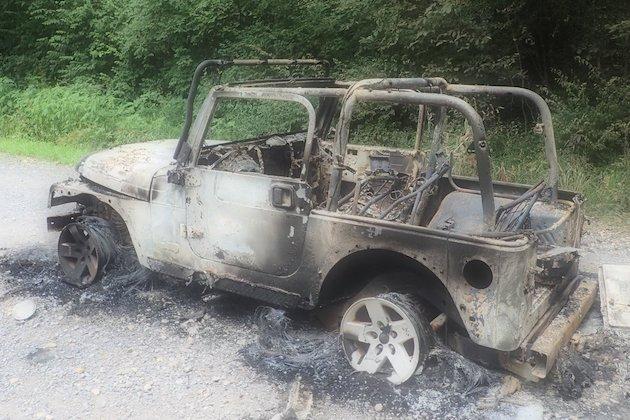 車内で花火が発火してジープ「ラングラー」が炎上! しかし、消防署に通報されず