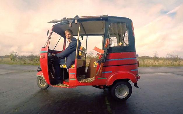 【ビデオ】火炎放射器を搭載し、最高出力は100hpを発揮する世界最強の3輪タクシー!