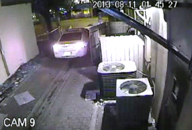 【ビデオ】酔った友人をパトカーに乗せた保安官代理が解雇