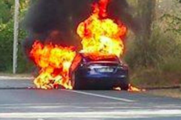 フランスで起きたテスラ「モデルS」の炎上事故、原因は電気系統の接続不良と判明