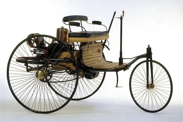 メルセデス・ベンツ、1886年に初めて生産・販売したクルマ「ベンツ・パテント・モトールヴァーゲン」のレプリカを販売中!