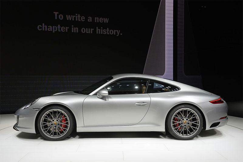 A side view of the 2016 Porsche 911.