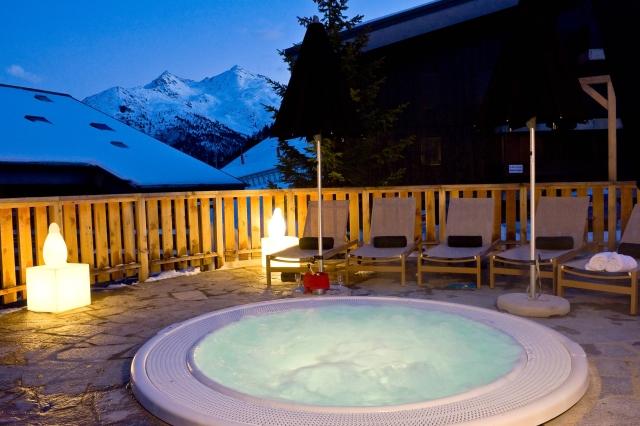 Hotel Le Mottaret hot tub